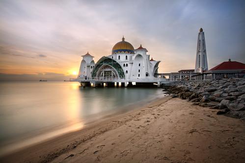 sunset canon eos mosque malaysia hdr melaka masjid 400d vedd masjidselat straitsmosque