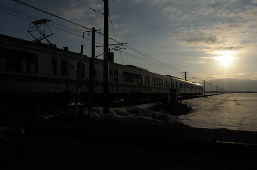 winter snow japan train sunrise dawn niigata 2012