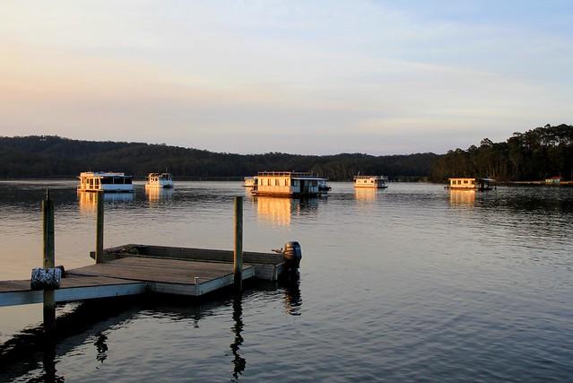 Pontoon & Houseboats