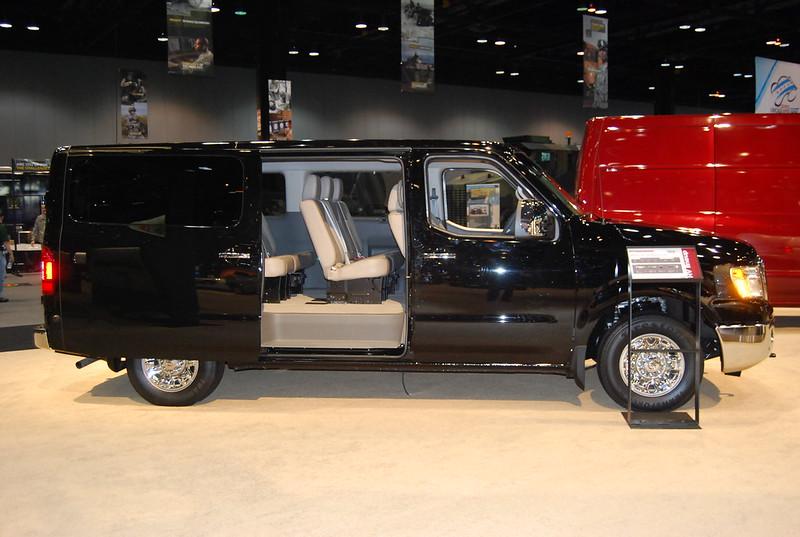 Nissan NV3500 Full-Size Passenger Van