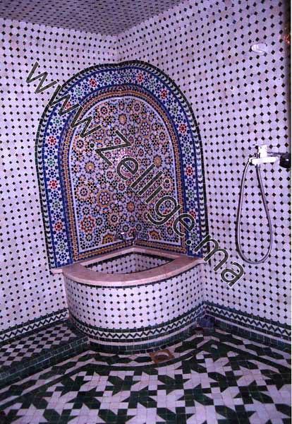... Fontaine En Zellige Marocain Du Coin Dans Une Salle De Bain | By  Zellige2012