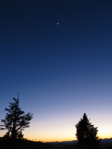 sky moon landscape venus northcarolina planet jupiter blueridgeparkway westernnorthcarolina tripleconjunction southernappalachians mountjeffersonoverlook canonpowershotsx40hs