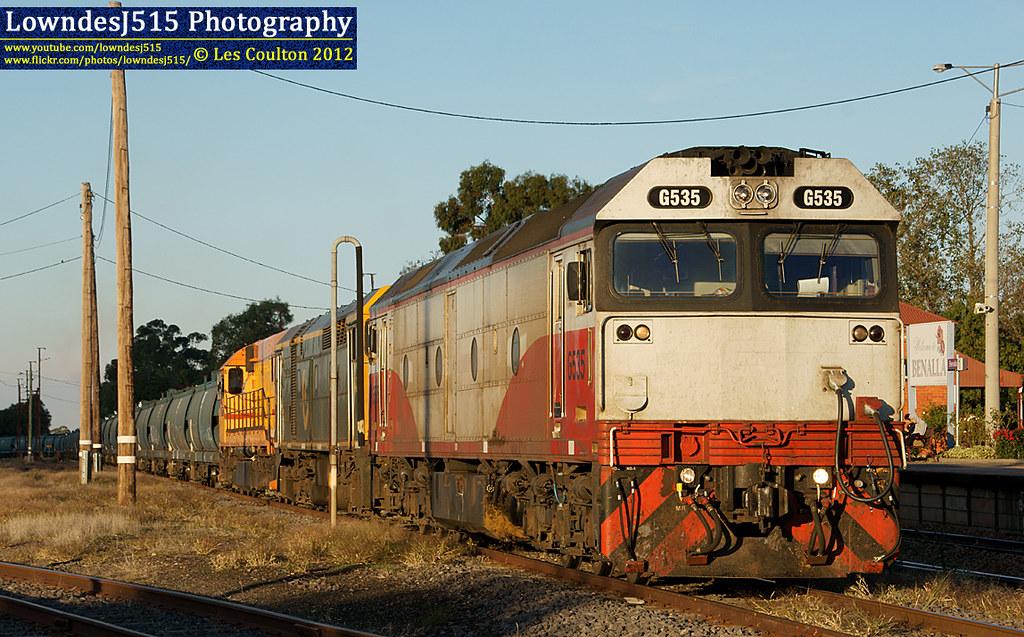 G535, 442s2 & L277 at Benalla by LowndesJ515
