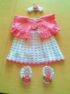 AH What a beautiful dress for baby hook. I'm in love. is very beautiful. It is very elegant.