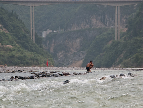 Boatman rests in middle of Shennong Stream | by retrotraveller