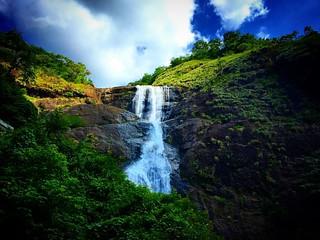 #palaruvi #thenmala #waterfalls #wanderlust #itsamazingoutthere #hillstation #nature #heavenonearth #heaven #lifewelltravelled #like4like #natgeo #wanderer #mothernature #westernghats #colors #serene #greens #blues #naturelovers #southernindia #incredible | by shuba_sv
