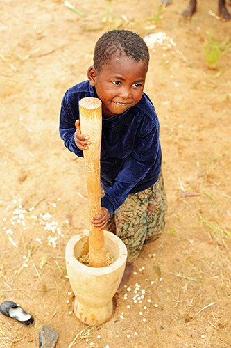 africa girls people food playing black cooking girl smile smiling vertical kids rural children fun kid community village child african centre small grain games center southern mortar malawi only anthony afrika amused pound based childcare pounding cbcc asael mzimba tonthowere