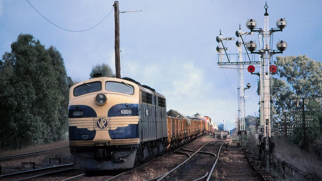 VR_BOX031S14 - S309, S311 at Benalla by michaelgreenhill