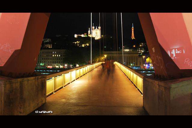 Passerelle du Palais de Justice, nighttime