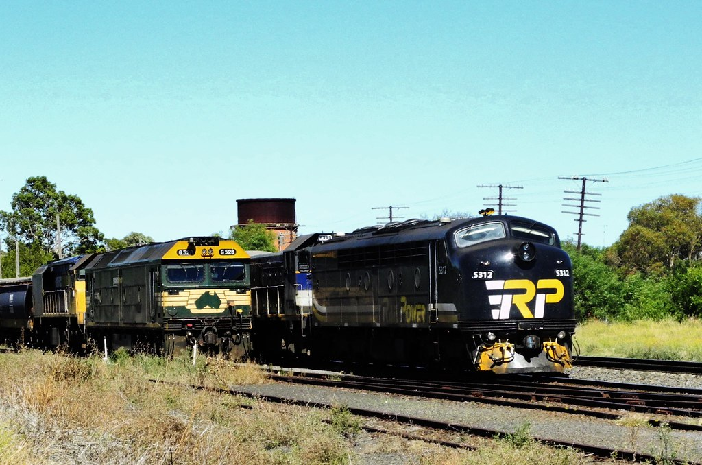 S312, G528 at Murtoa by Rodney S300