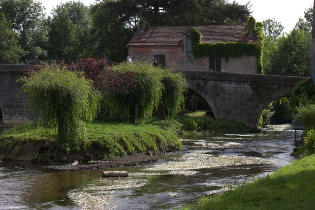 Le pont médiéval,la maison du peintre  et la Dronne à Bourdeilles (24)