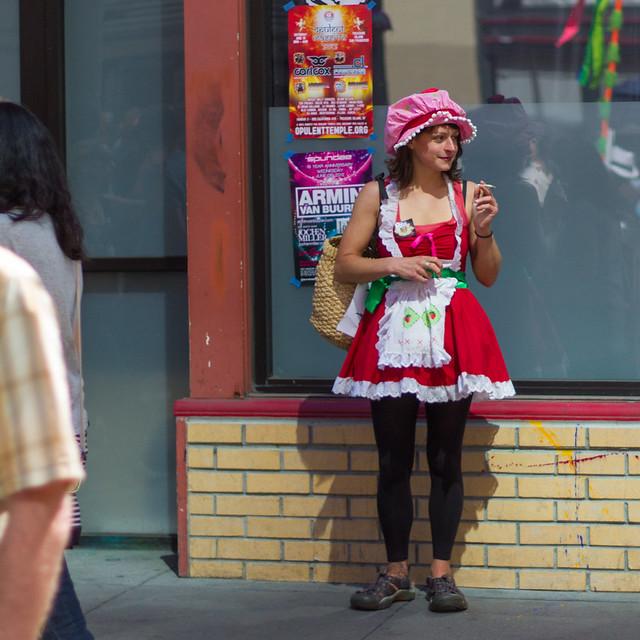 How Weird Street Faire 2012: strawberry smoke break