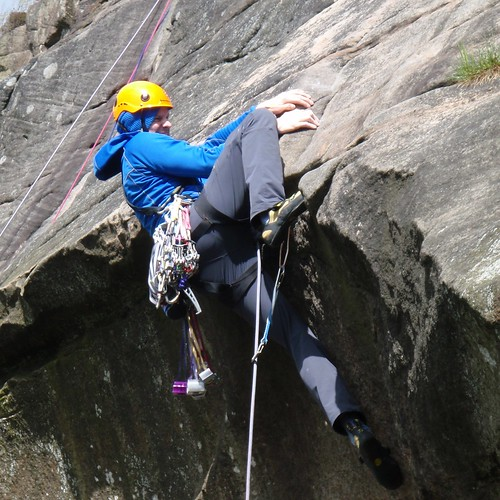 日, 2012-05-13 13:56 - Tody's Wall (HVS 5a), Froggatt Edge.  His first HVS onsight lead.  Great effort!