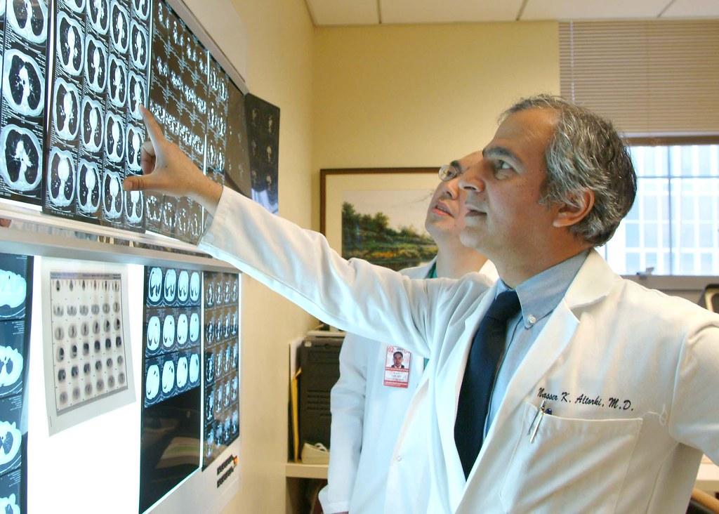 Weill Cornell Medical College   Dr  Nasser Altorki, director