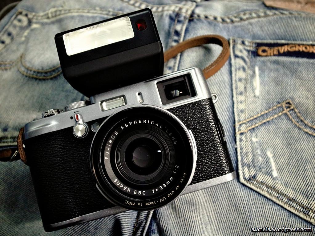Fujifilm X100 & EF-X20 Flash | X100 with EF-X20 mounted on