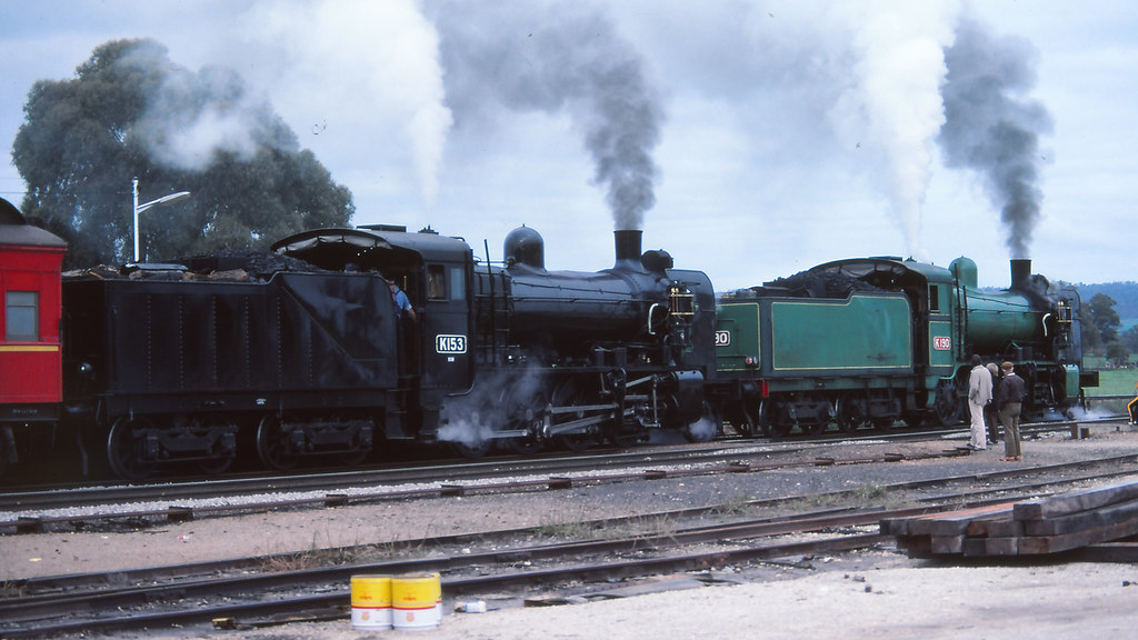 VR_BOX043S24 - K153 and K190 at Chiltern by michaelgreenhill