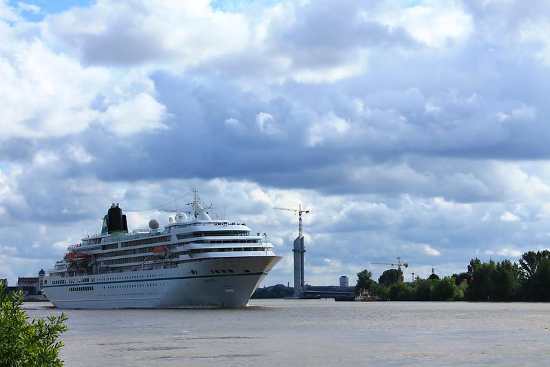 Cruise ship Amadea leaving Bordeaux - 03 juin 2012