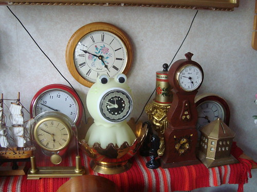 I bet you don't have an octopus clock either!   by sebilden
