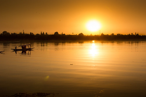 sunset india lake kashmir srinagar houseboats shikara