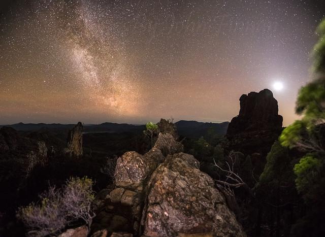 Moonrise over Belougery Spire ........