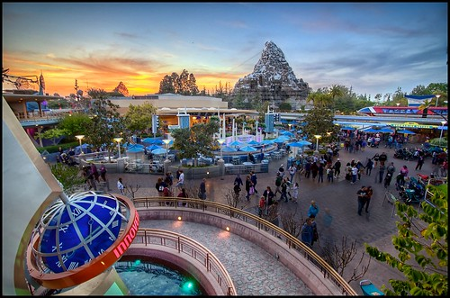 sunset disneyland disney matterhorn monorail tomorrowland hdr innoventions monorailmonday coasterluver