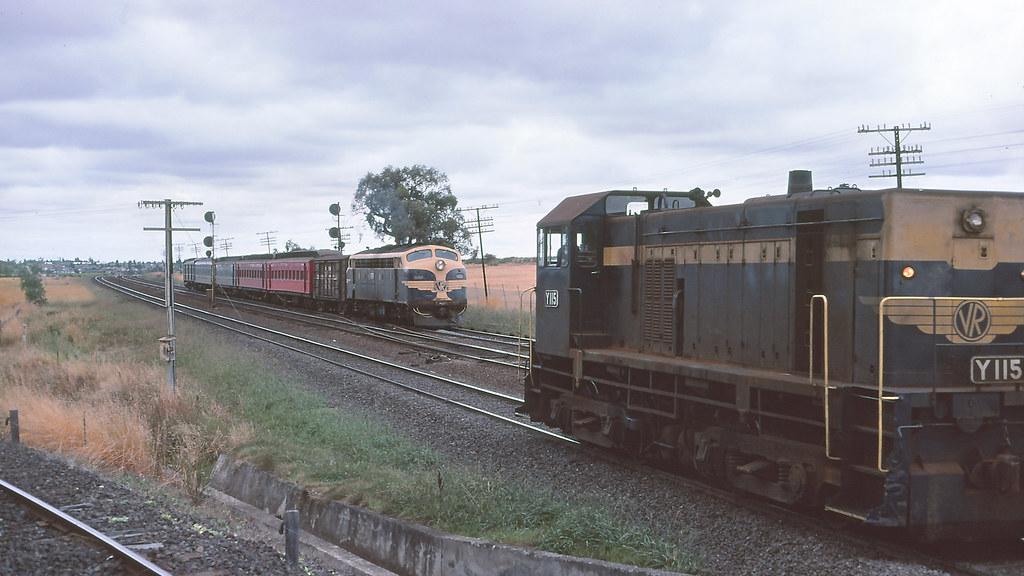 VR_BOX038S03 - B83, Y115 at Somerton by michaelgreenhill