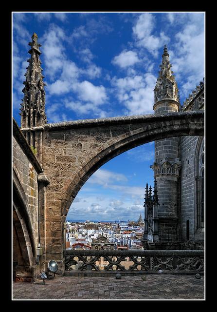 0506 contrafuertes pinaculos y arbotantes cubiertas catedral sevilla.