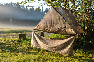Drying a dew-covered tent | by tomsbiketrip.com