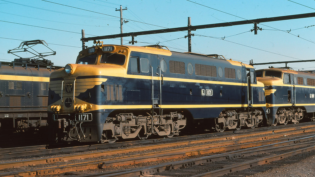 VR_BOX003S06 - L1171 at South Dynon loco depot by michaelgreenhill