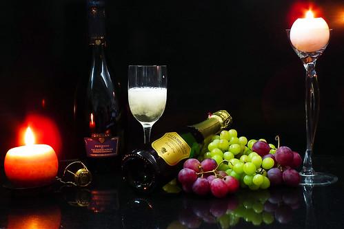 cup bottle candle wine bubbles serenity grapes intimate uva candela caravaggio sparkling vino prosecco bollicine bottiglia spumante intimità calice serenita valdobiadene