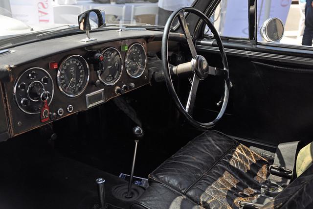 Aston Martin-interior