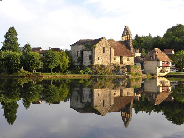 Un soir au village, Beaulieu-sur-Dordogne, Corrèze, France.