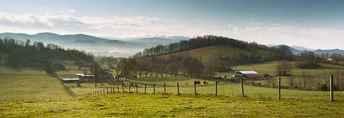 morning blue mountains grass fog fence virginia farm ridge valley shenandoah fairfield raphine