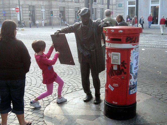 Statue offers painting to small girl who rejects it for lack of pink.