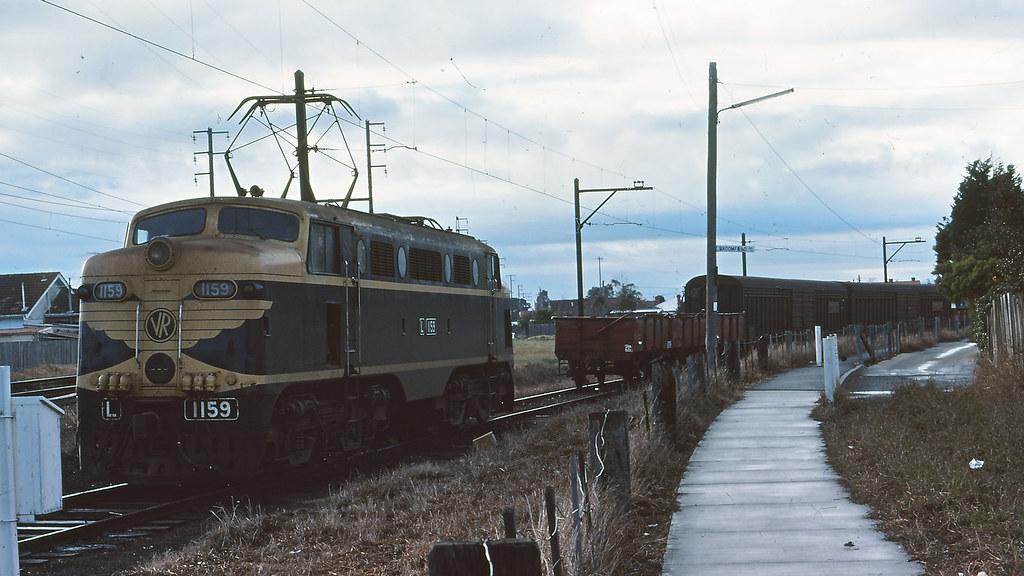 VR_BOX005S01 - L1159 at APM Fairfield siding by michaelgreenhill