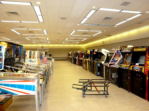 2012 NW Pinball & Arcade Show set up day 02