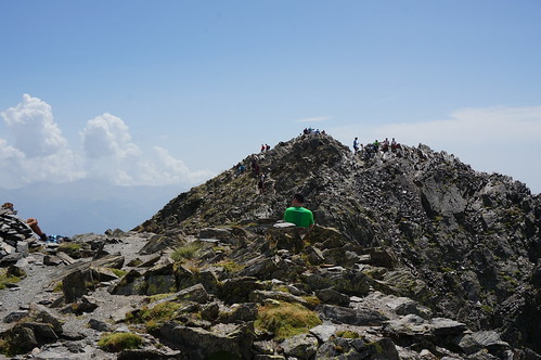Crowded Summit (Pic Charlit)   by toebbel