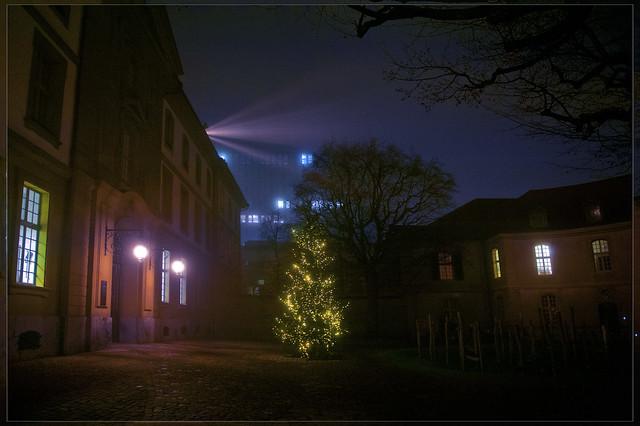 I-wish-you-a-Merry-Christmas No. 5158. Bern . Foggy night.