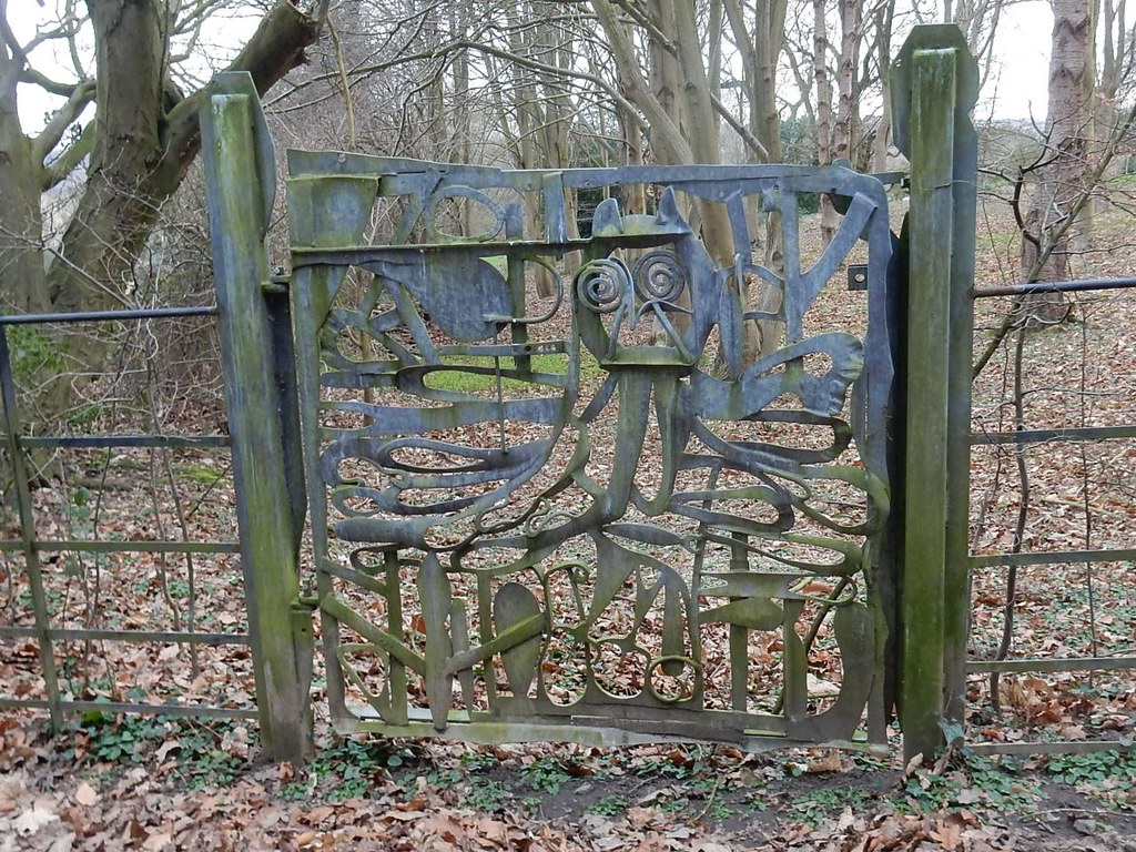 Unusual Owl Gate off piste on way to Sarratt Chorleywood to Chesham