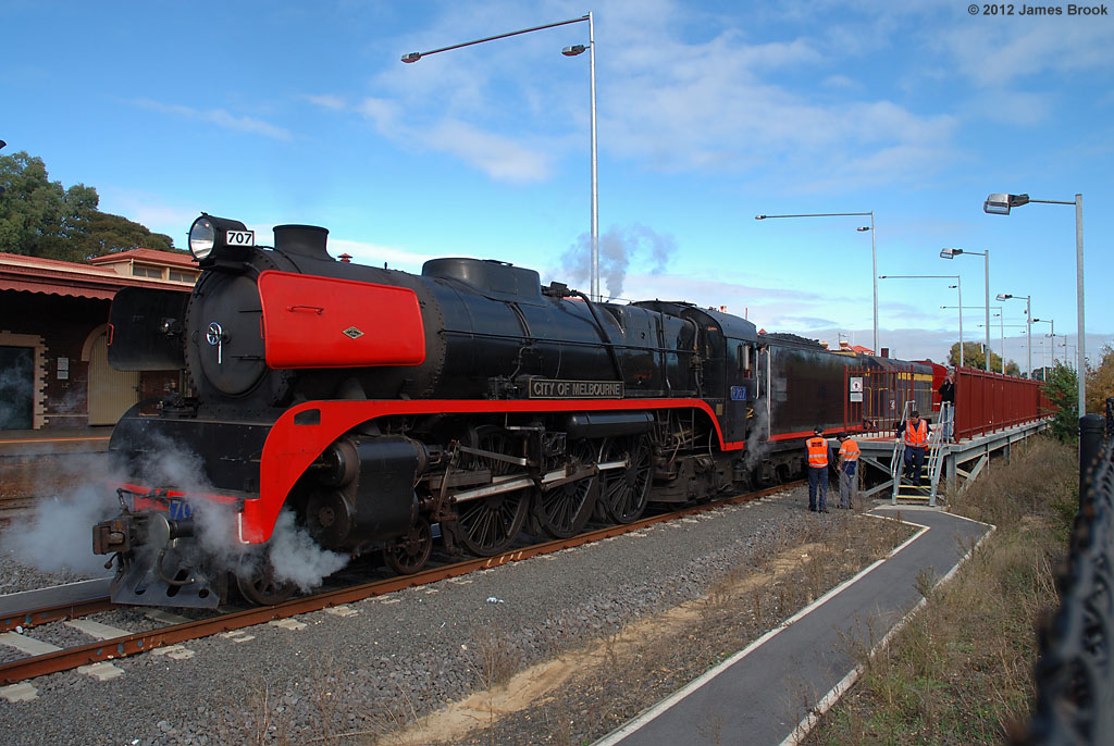R707 and T413 at Seymour by James Brook
