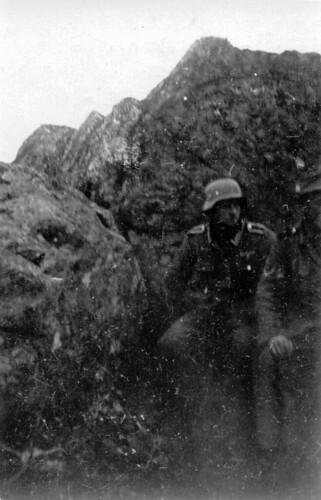 En stilling bak en skråning
