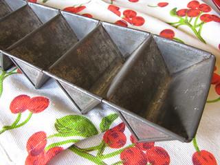 Golden Rod cake pan