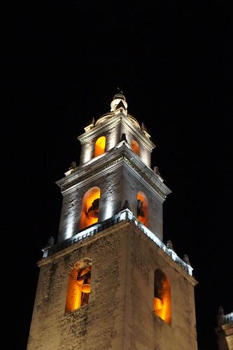 Mérida: San Ildefonso Cathedral at night // San Ildefonso Kathedrale bei Nacht