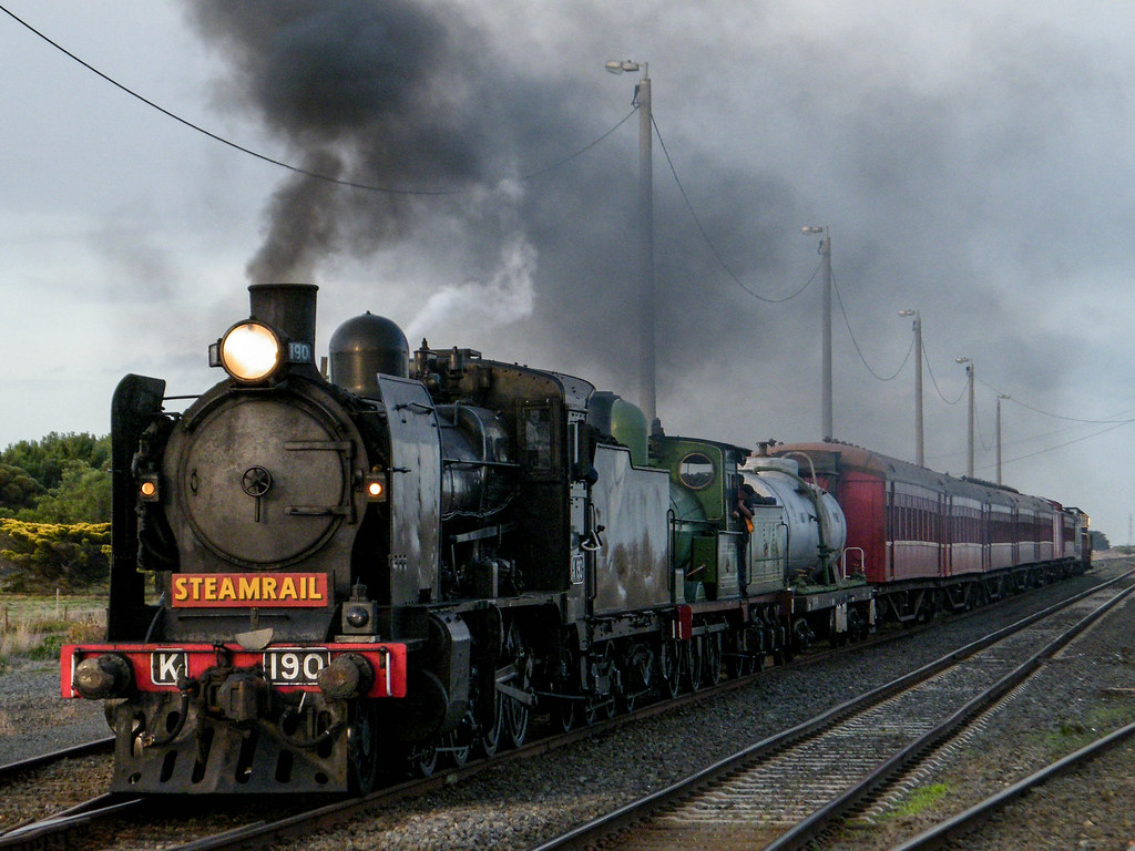 K190+Y112 powering away from a stop at Gheringhap by DFC501