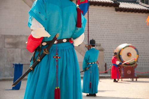 Gyeongbokgung Palace - Seoul - Changement de gardes   by Samantha from Belgium