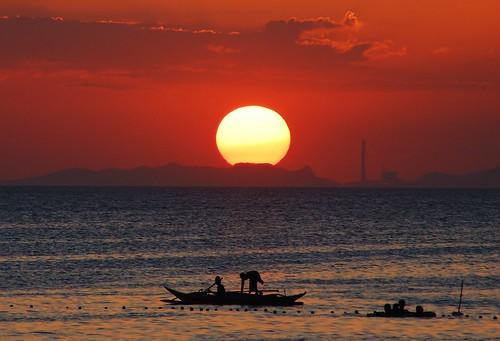 sunset sky beach boat fisherman nikkor75300mm nikond40 cva171