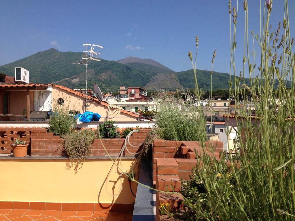 Suite Golfo Di Napoli Il Vesuvio Visto Dalla Terrazza