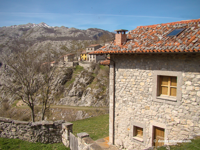 Sotres, el pueblo más alto Asturias  Rutas Picos de Europa