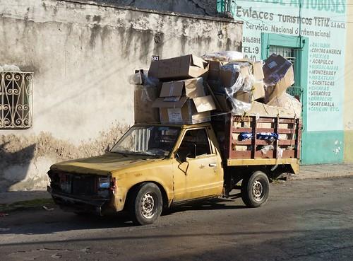 Mérida: an overloaded truck in the street // ein überladener Truck auf der Straße