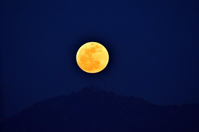 Perigeal Moon Rise 3 Nippon Kogaku 600mm P 5.6 F5.6 at F8 D3 Nikon Nikkor